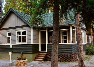 Johnston Canyon Lodge & Bungalows